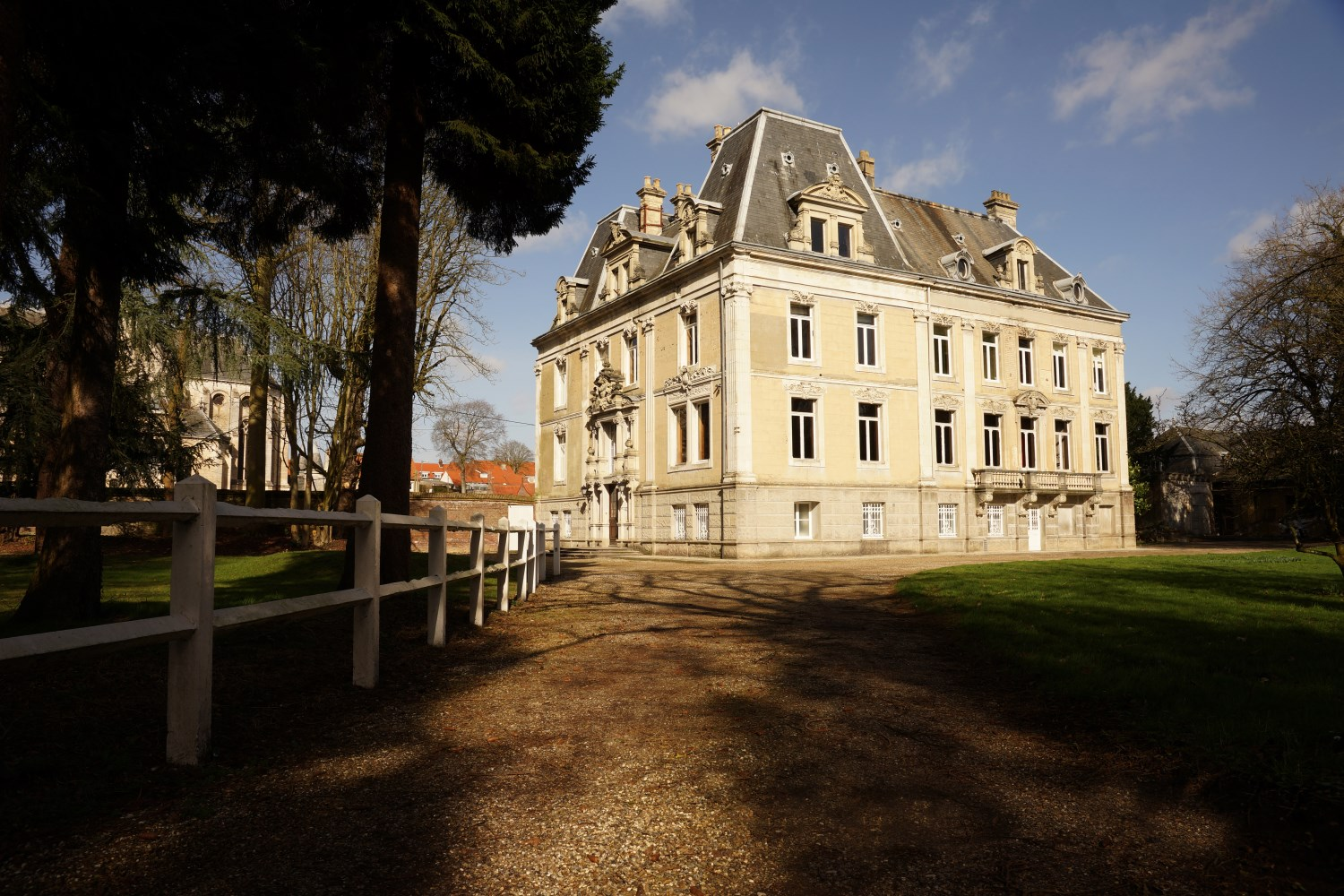 Chateau d'Hallines, large house for rent in Northern France near Calais