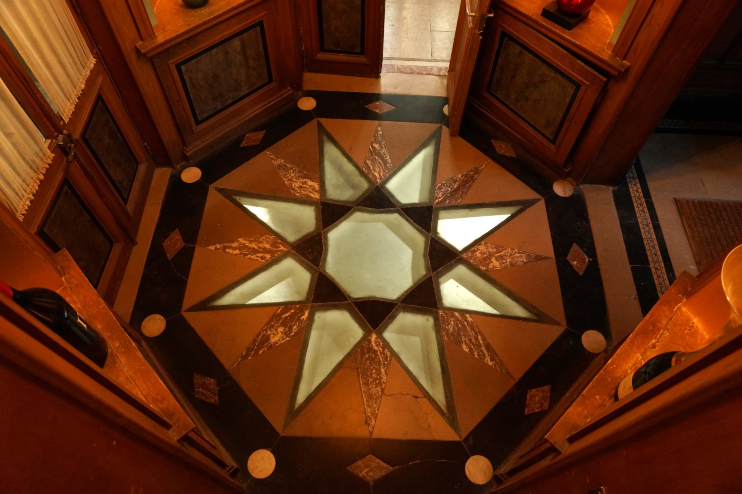 The Hallines Star floor decoration